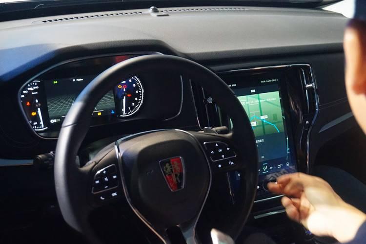 汽车是年轻人的第二客厅,在智能化上却落后的可怕