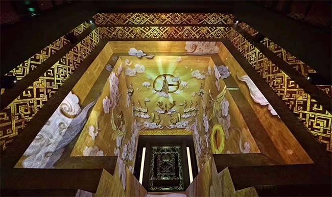 湖南省博物馆中著名的马王堆汉墓墓坑投影,该汉墓已有2000多年历史,安葬有辛追夫人(丞相�a侯利苍夫人)。
