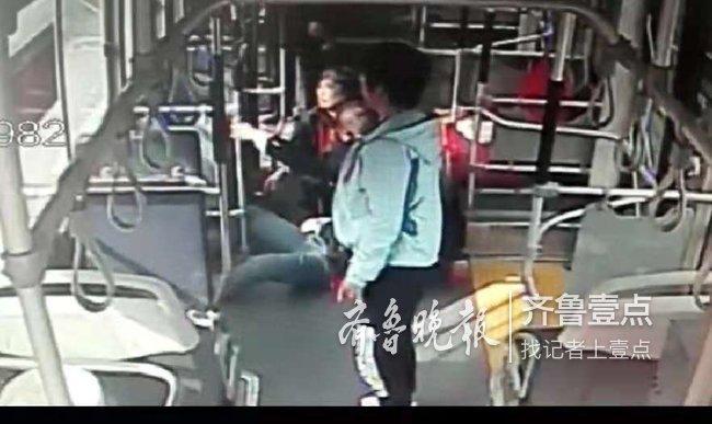 多风险!疑看手机太久,济南一女子公交车上晕倒