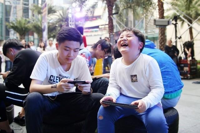 初春里的一把火,深圳京东之家化身刺激战场点燃玩家激情