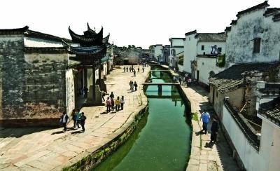 电视剧《天仙配》在安徽省黄山市徽州区潜口镇唐模村拍摄的