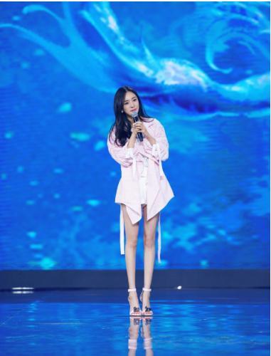 11月8日,杨幂现身某发布会,宣布将主演根据作家萧如瑟同名小说改编