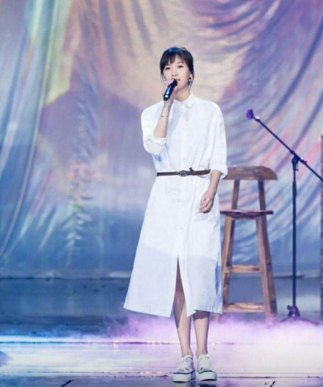 徐静蕾做网剧《同学两亿岁》,选演员拒用整容脸一个熟