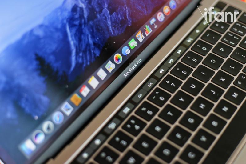 除了不靠譜的 Siri,蘋果還得正視 MacBook 上的蝶式鍵盤問題