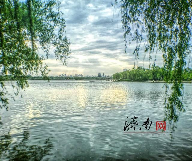 最美的不是下雨天 是陪你等雨的明湖微澜_网易订阅