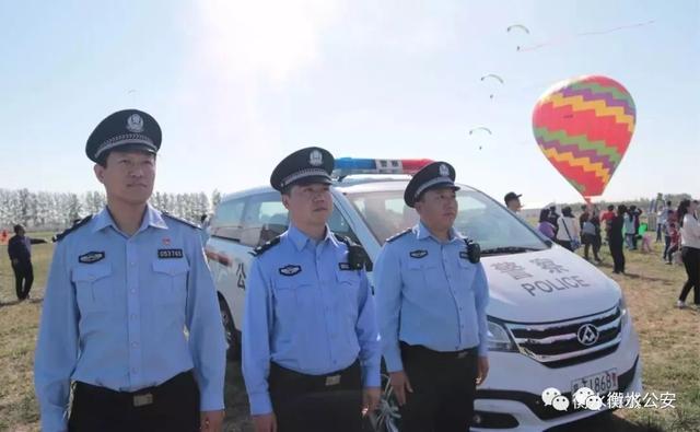 衡水野生动物园试营业期间,武邑县公安局民警在一线执勤