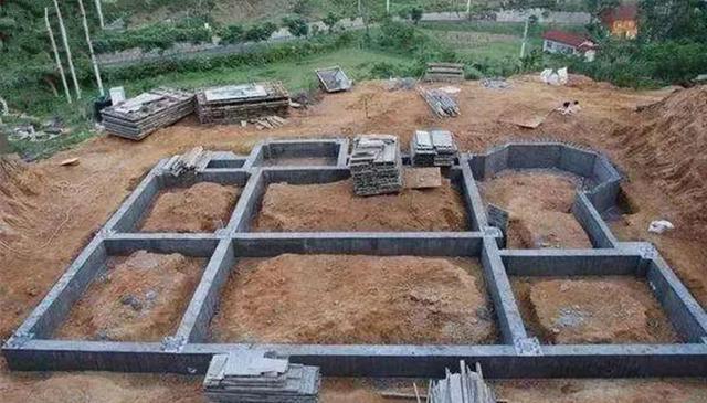 农村建房子都讲究抬高地基,是面子问题吗?4种原因告诉