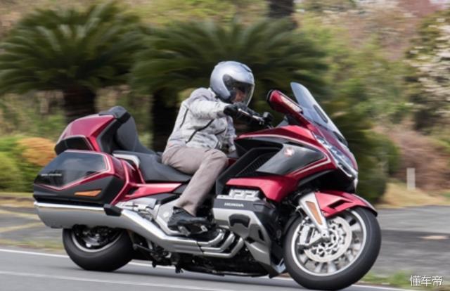 试驾本田旗舰级休旅摩托车:2018款本田金翼
