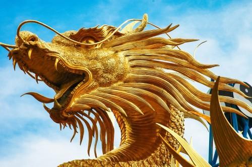 传说中的龙是一种神异动物.