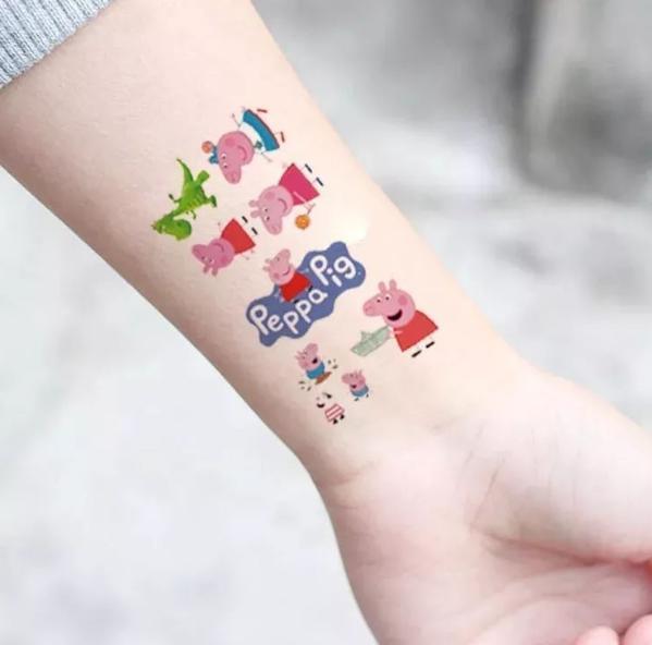 """在成年人的世界,或者说在一个主流社会中,""""小猪佩奇纹身"""",""""小猪佩奇图片"""