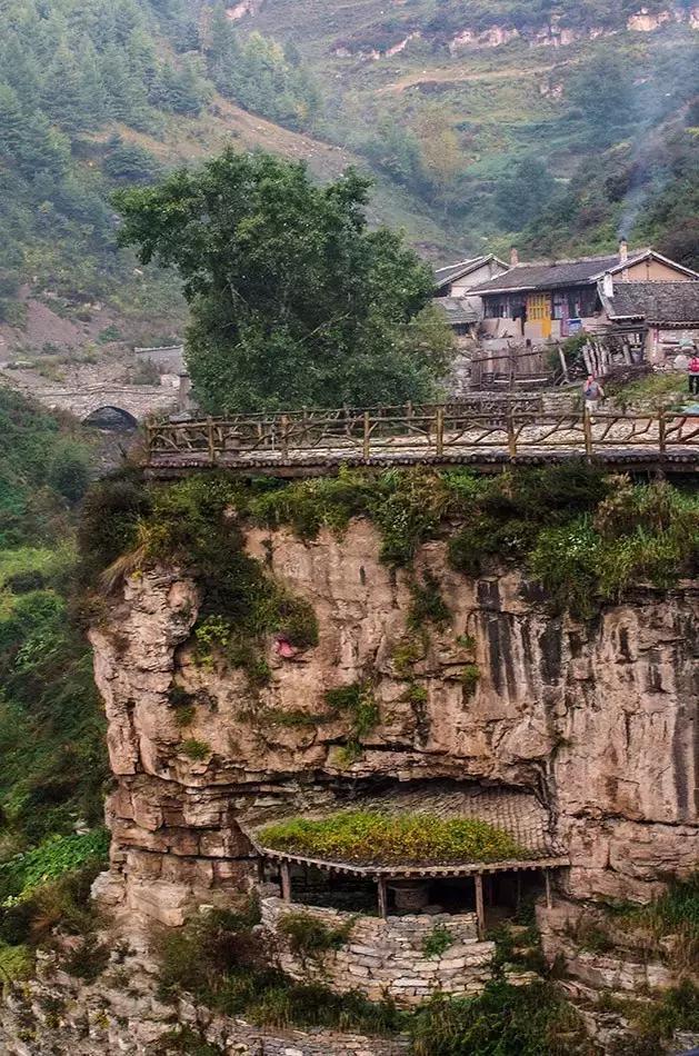 太行山最霸道的一条风景线!上天入地挂壁上,悬崖顶山谷底地面下