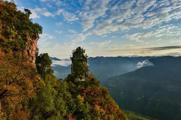 九路寨——襄阳保康      九路寨生态旅游区位于湖北襄阳保康县