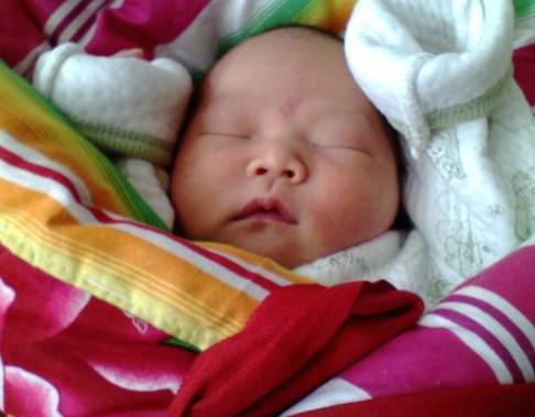 """小婴儿睡觉都是可爱""""青蛙式""""睡姿,为什么?"""