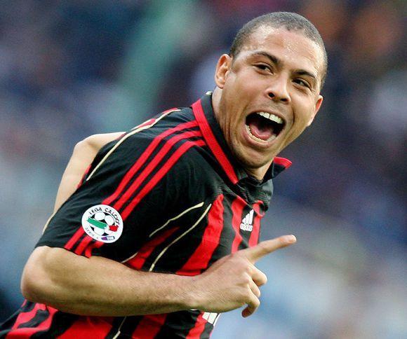 回顾07年欧冠冠军米兰主力和常规替补阵容,还