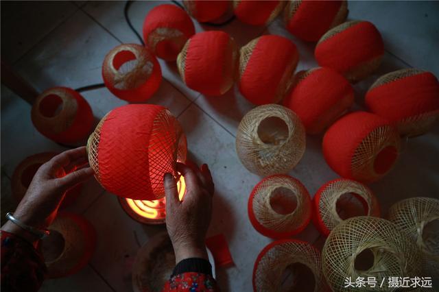 红灯笼是年节最受欢迎的礼物,而火葫芦灯笼是姥姥姥爷逢年