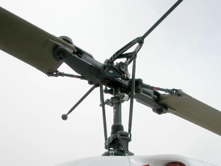 现代直升机复杂的旋翼结构/wikipedia